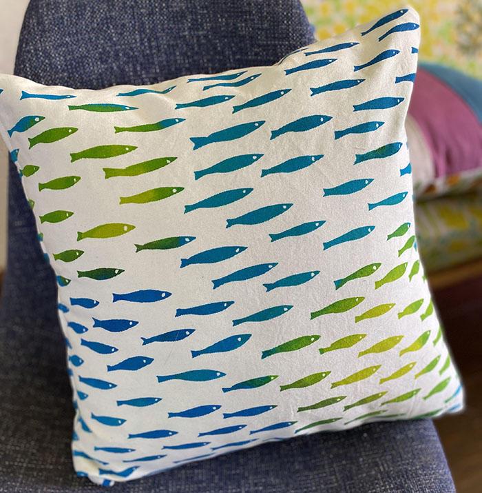 水色さかなのクッションカバー <br>Cushion Cover - light blue fish<br>