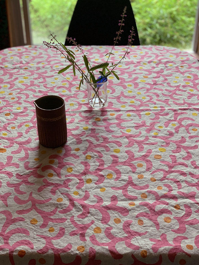 ピンクの唐草のテーブルクロス<br />Ramie Tablecloth - pinkkarakusa<br />