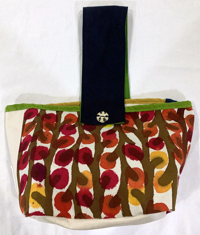 手描き染めパッチワークの帆布バッグ 赤い木の実<br>Hand-dyed Patchwork Canvas Bag-red berries