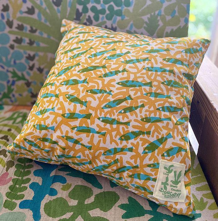 黄色いサンゴと魚のクッションカバー<br>Cushion Cover - Sangosakana Yellow